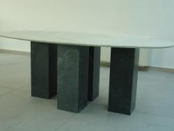 tavolo in albachiara con gambe in serpentino